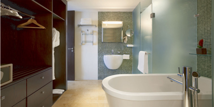 Regency Suite Bathroom