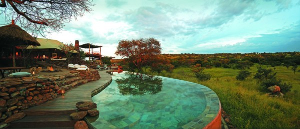 Faru Faru Lodge and pool