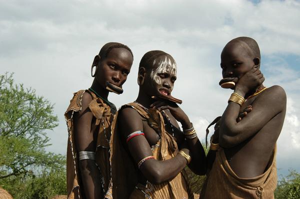 3 Mursi Girls with lip plates in Ethiopia