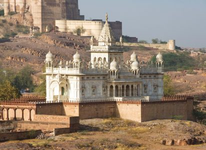 Jaswant Thada memorial, white marble memorial in memory of Jaswant Singh II, Mehrangarh Fort in background, Jodhpur, Rajasthan, India / mausoleum